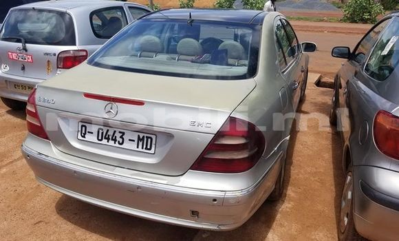 Acheter Occasions Voiture Mercedes‒Benz E–Class Gris à Bamako au Mali