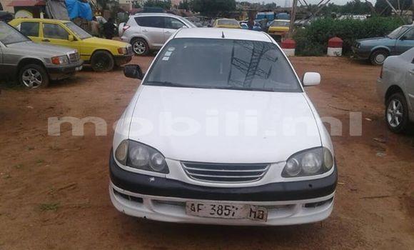 Acheter Occasions Voiture Toyota Avensis Blanc à Bamako au Mali