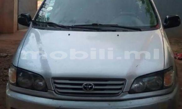Acheter Occasions Voiture Mazda Familia Gris à Bamako au Mali