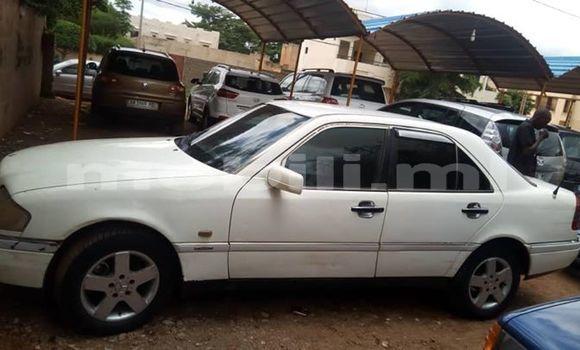 Acheter Occasions Voiture Mercedes‒Benz C–Class Blanc à Bamako au Mali