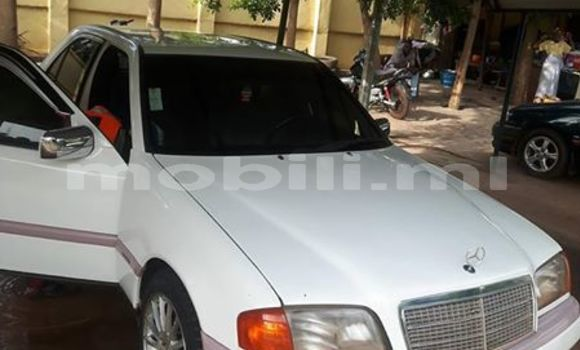 Acheter Occasion Voiture Mercedes‒Benz C–Class Blanc à Bamako, Mali