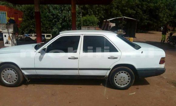 Acheter Occasion Voiture Mercedes‒Benz 190 Blanc à Bamako, Mali