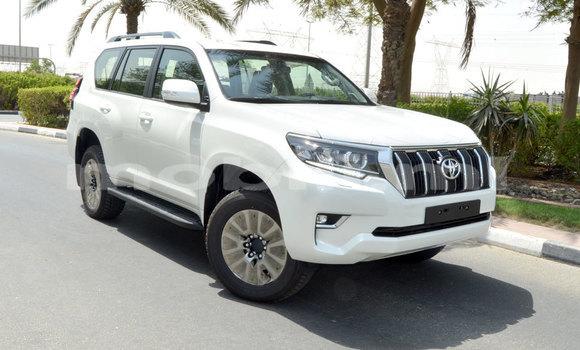Acheter Neuf Voiture Toyota Prado Blanc à Ouagadougou, Mali