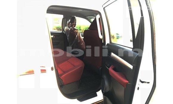 Acheter Importé Voiture Toyota Hilux Blanc à Import - Dubai, Mali