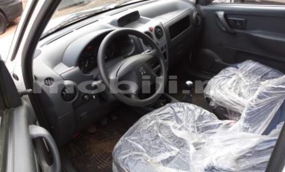 Acheter Occasions Voiture Peugeot 106 Blanc à Bamako au Mali