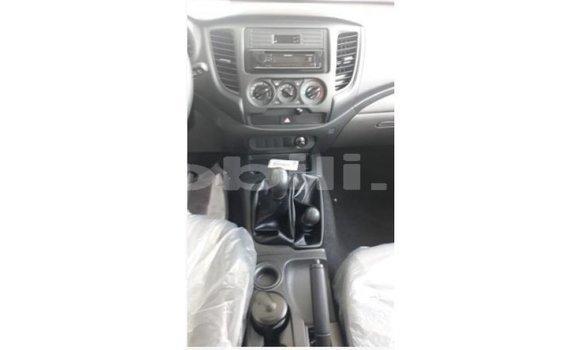 Acheter Importé Voiture Mitsubishi L200 Blanc à Import - Dubai, Mali
