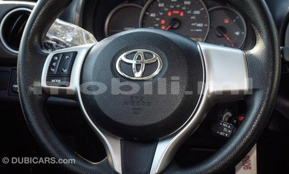 Acheter Importé Voiture Toyota Yaris Rouge à Import - Dubai, Mali