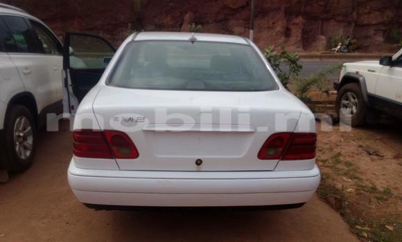 Acheter Occasion Voiture Mercedes‒Benz E–Class Blanc à Bamako, Mali