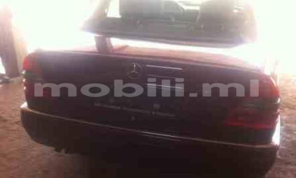 Acheter Occasions Voiture Mercedes‒Benz 190 Rouge à Bamako au Mali