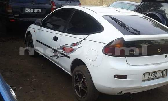 Acheter Occasion Voiture Mazda 323 Blanc à Bamako, Mali
