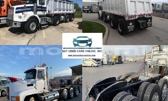 Medium with watermark 2009 western star 4900sa triaxle dump truck .