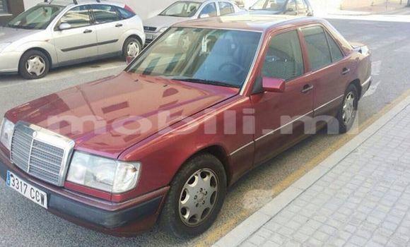 Acheter Occasion Voiture Mercedes‒Benz 300CD Rouge à Bamako, Mali