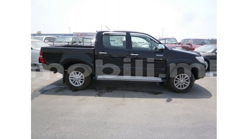 Big with watermark toyota hilux mali import dubai 7180