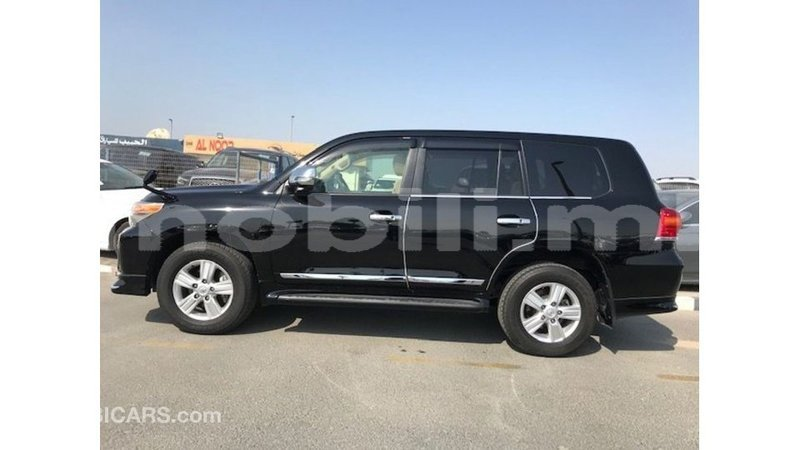Big with watermark toyota land cruiser mali import dubai 7228