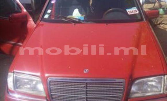 Acheter Occasions Voiture Mercedes‒Benz C–Class Rouge à Bamako au Mali