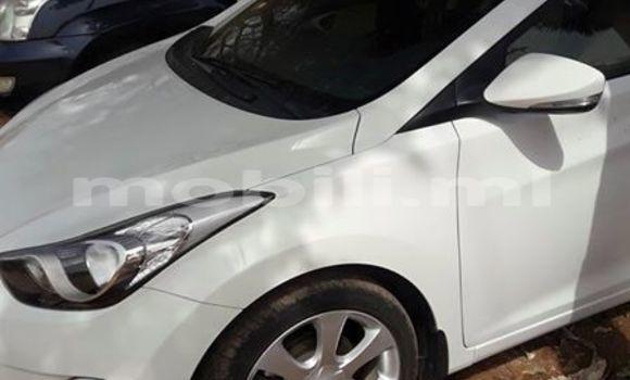 Acheter Occasion Voiture Hyundai Elantra Blanc à Bamako au Mali