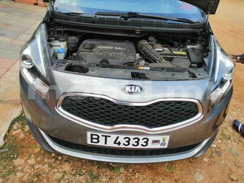 Big with watermark kia carens mali bamako 7987