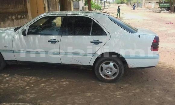 Acheter Occasion Voiture Mercedes‒Benz 190 Blanc à Bamako au Mali