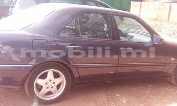 Acheter Occasion Voiture Mercedes‒Benz C–Class Bleu à Bamako, Mali