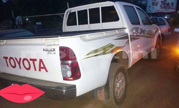 Acheter Occasion Voiture Toyota Hilux Blanc à Bamako au Mali