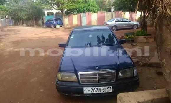 Acheter Occasion Voiture Mercedes-Benz C–Class Bleu à Bamako, Mali