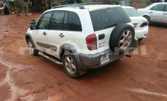 Acheter Occasion Voiture Toyota RAV4 Blanc à Bamako au Mali