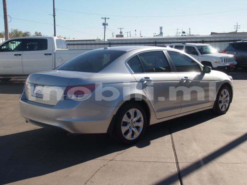 Big with watermark 579eaaccbfca honda accord 2009 silver sedan ex l v6 gasoline 6 cylinders front wheel drive automatic 79110 3
