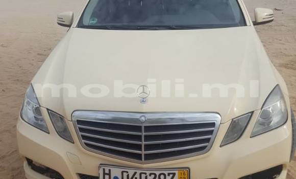 Acheter Occasion Voiture Mercedes‒Benz E–Class Beige à Bamako, Mali