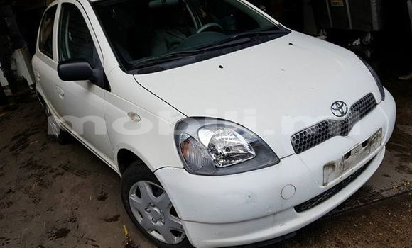 Buy Used Toyota Yaris White Car in Bamako in Mali