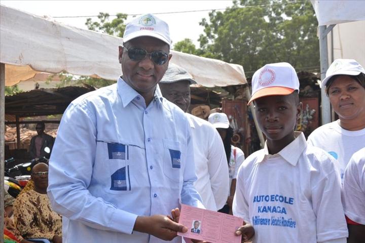 Mahamane baby ministre emploi formation professionnelle programme national emploi jeunesse operation permis conduire